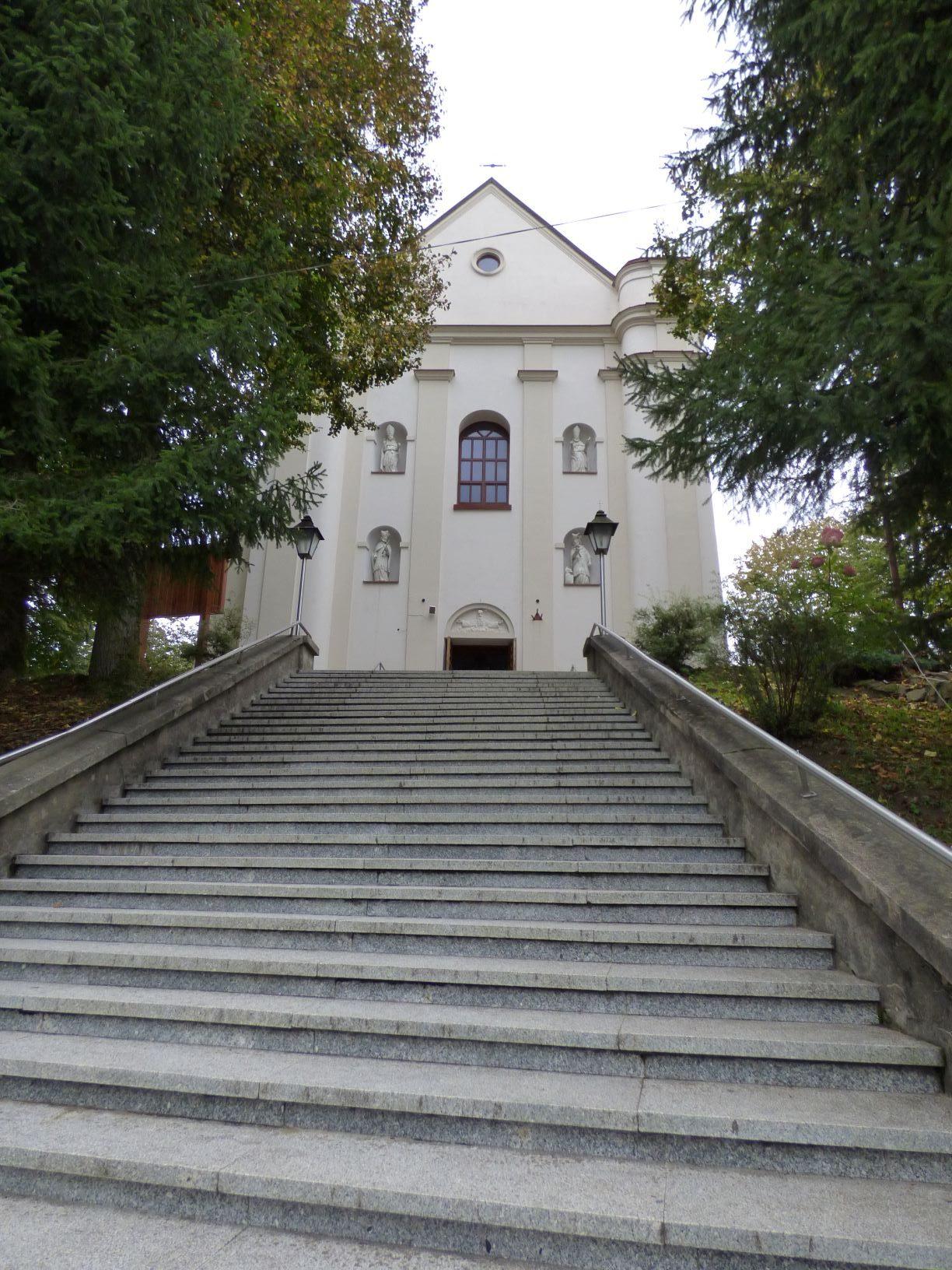 Kolumny dworu i kościół w Tyrawie Wołoskiej