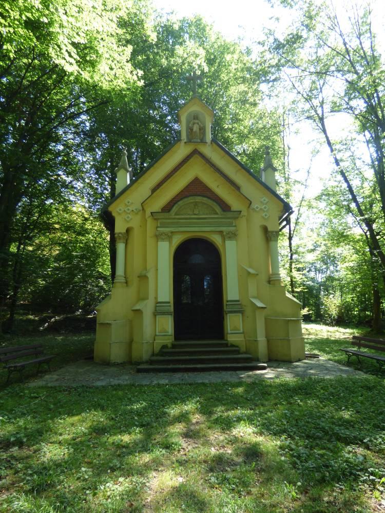 Dąbrówka Starzeńska – Kaplica Starzeńskich