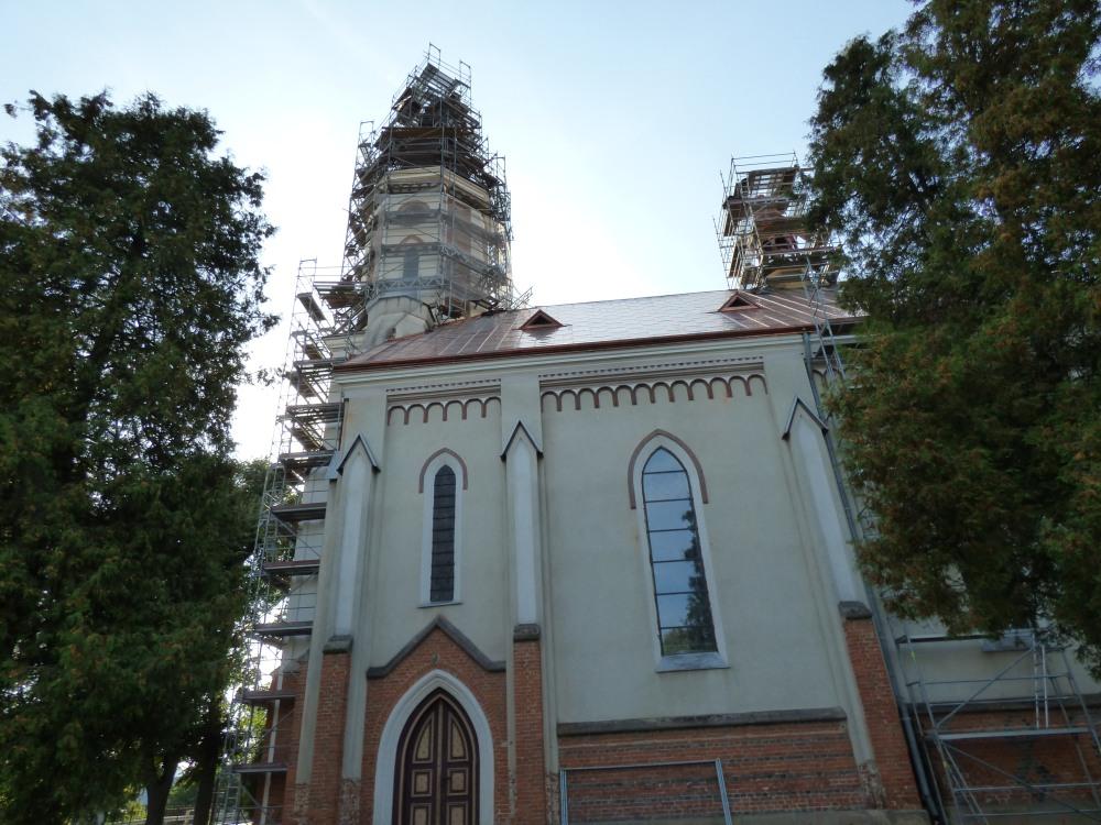 Pomnik-dąb i kościół w Zarszynie, Kaplica Ostaszewskich na cmentarzu