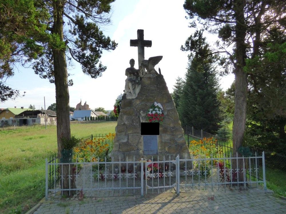 Pomnik w Długiem